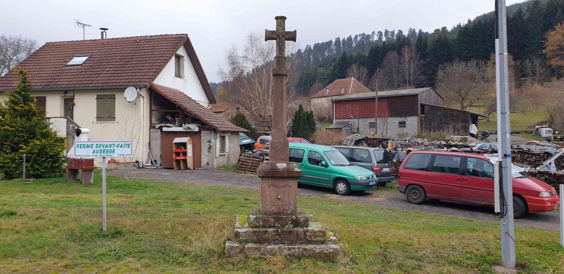 Croix 13 rue de la mairie