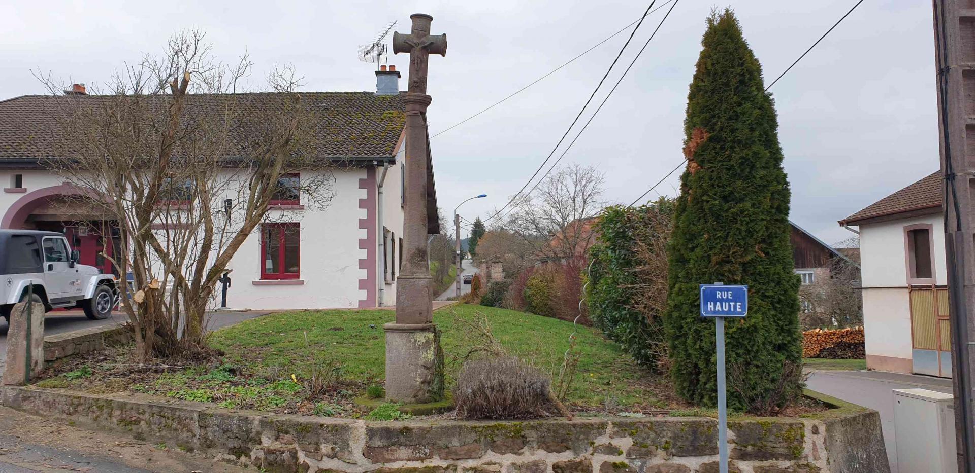 Croix 2 rue haute