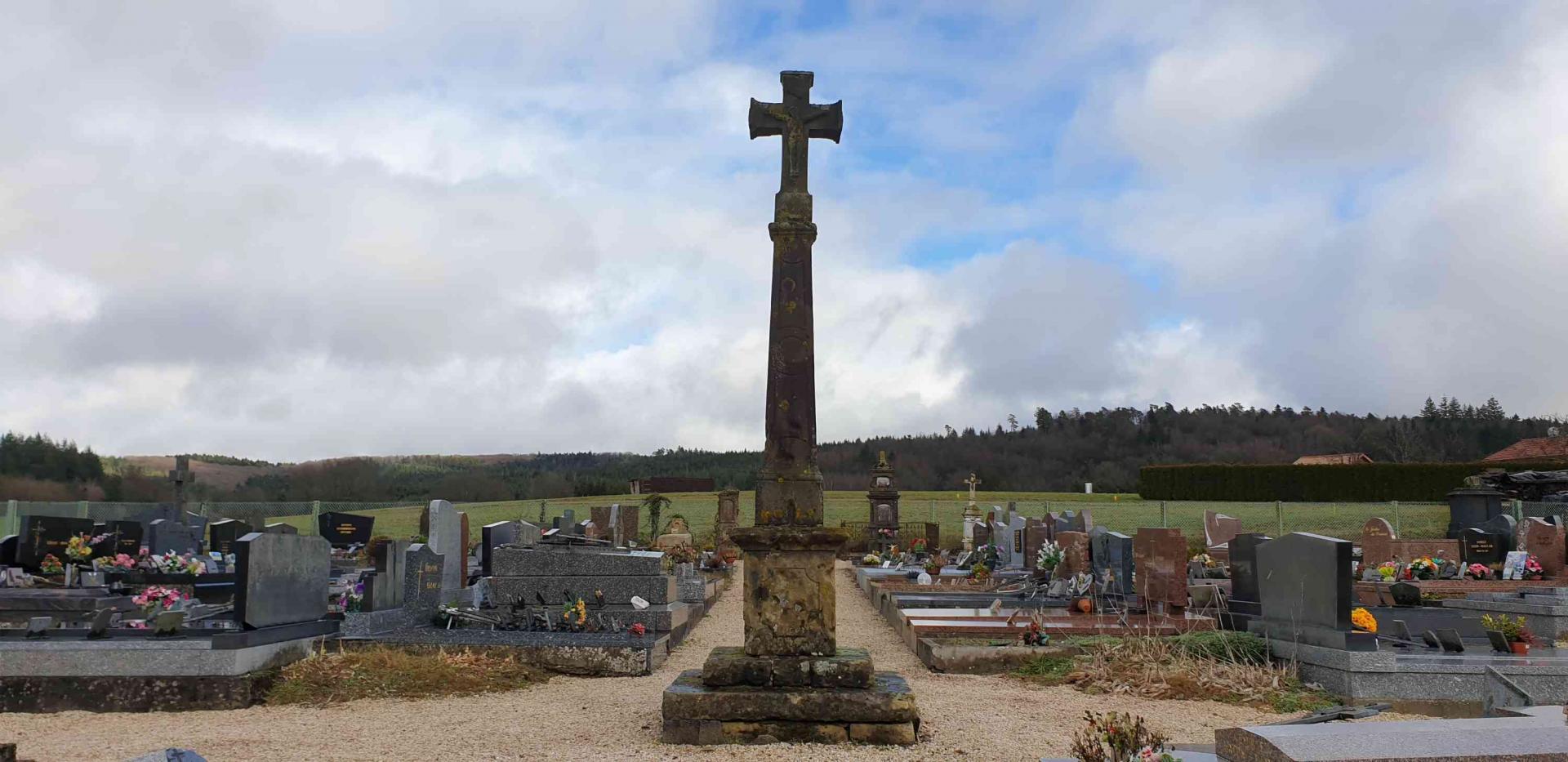 Croix de cimetiere 7