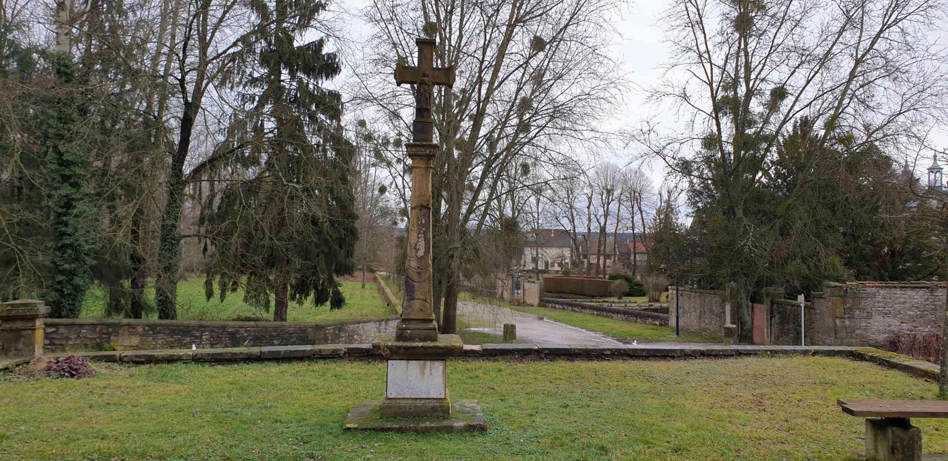 Croix de cimetiere 9