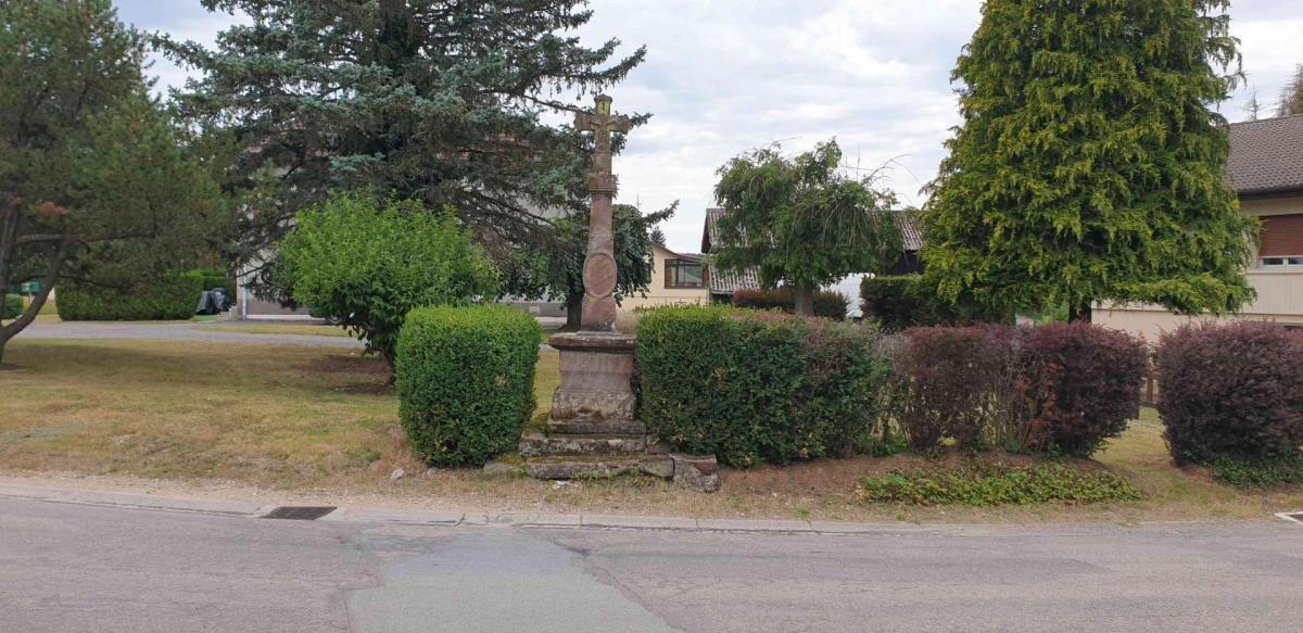 Croix place de l eglise