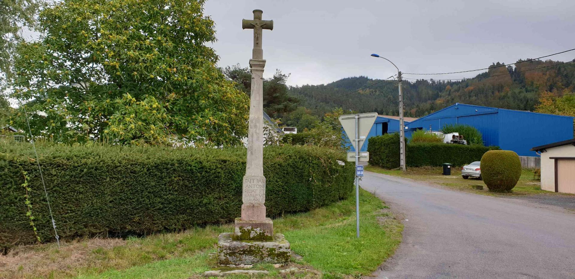 Croix route de bouzaye