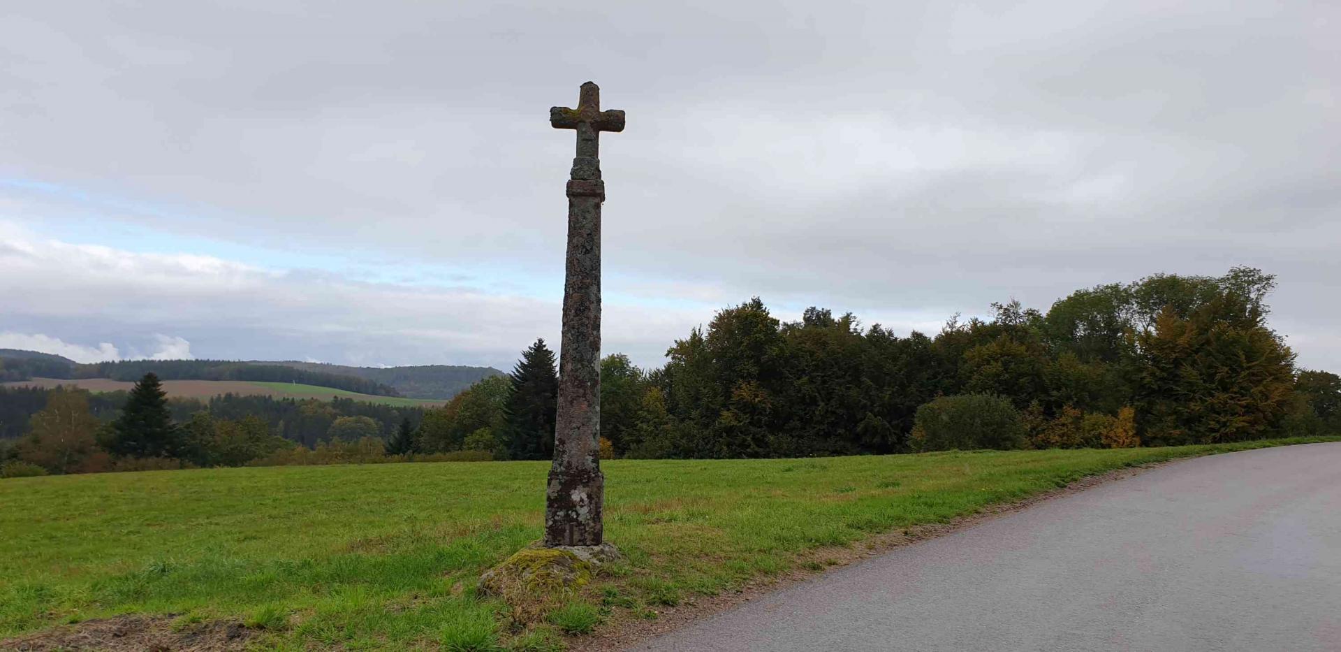 Croix route de docelles