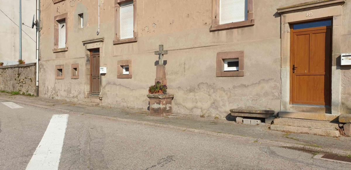 Croix rue de la croisette