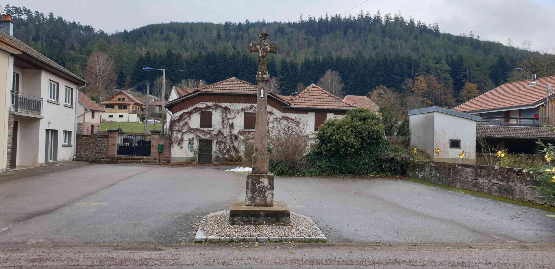 Croix rue de la mairie 1
