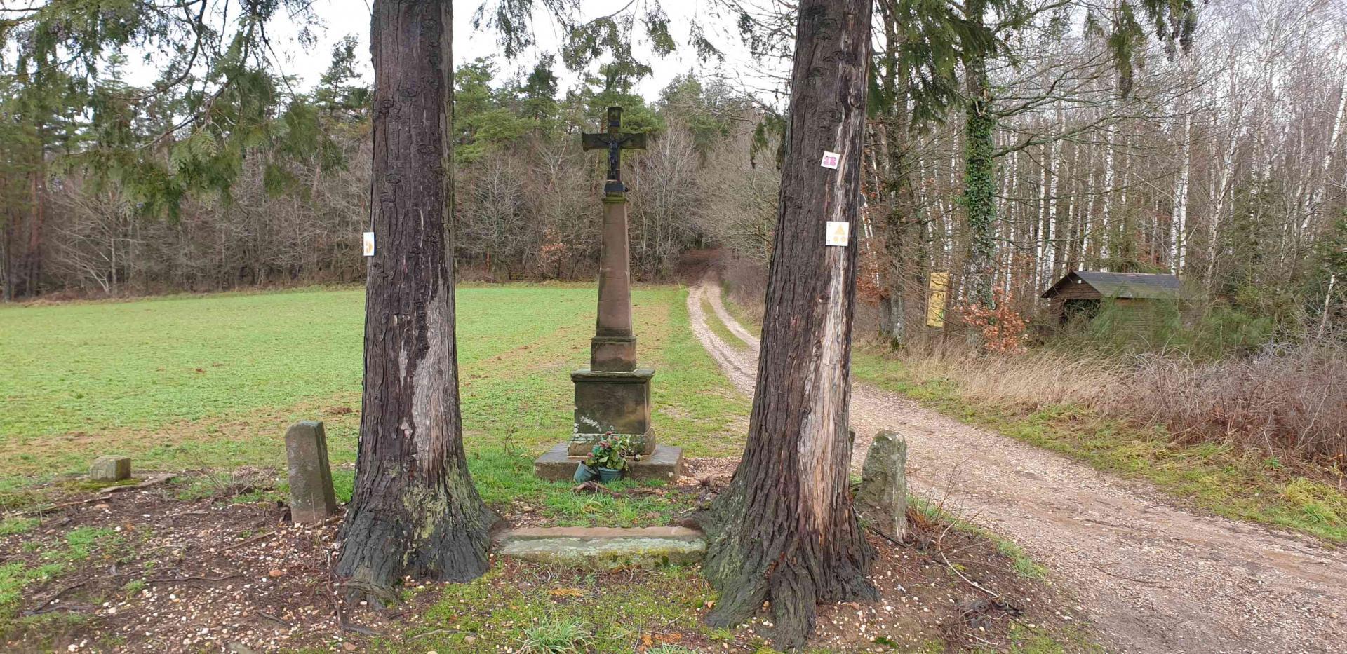 Croix rue du haut du mont 1